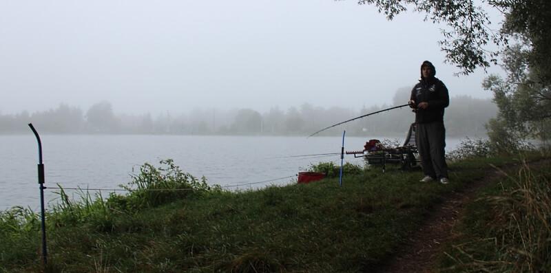 Przepiękna wędkarska pogoda zwiastuje ryby. Póki co odmierzamy odległość wędkowania.