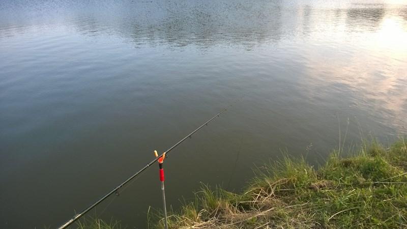 jak łowić feederem w jeziorze